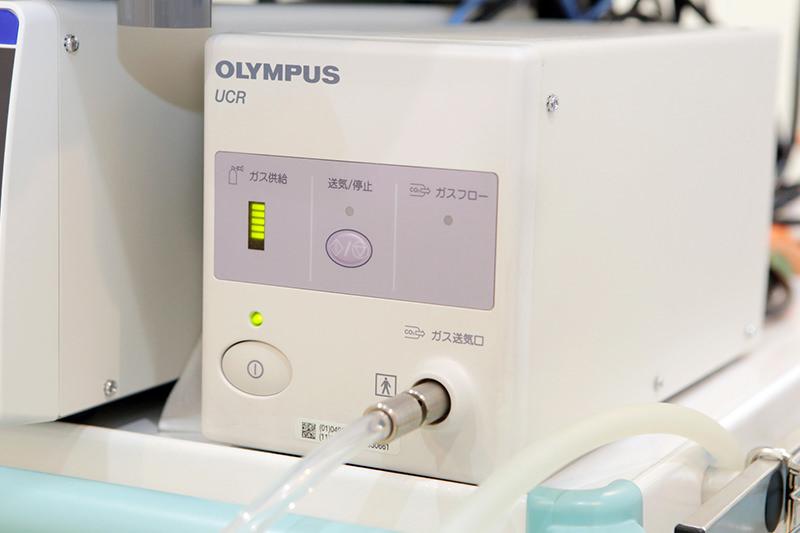 観察の際には吸収の早い炭酸ガス(二酸化炭素)を使用
